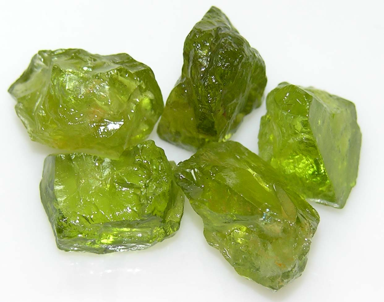 хризолит камень свойства