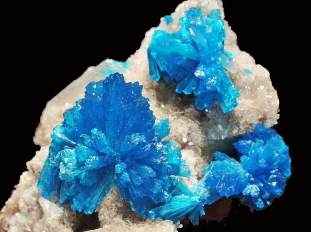 cristaux de cavansite et cristaux de stilbite (Inde)