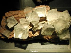 fluorit alb